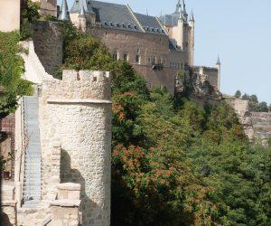 Turismo de Segovia-muralla y alcazar
